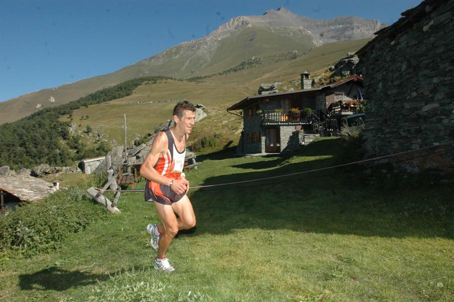 Max Zanaboni in borgata Tour, con il Rocciamelone sullo sfondo